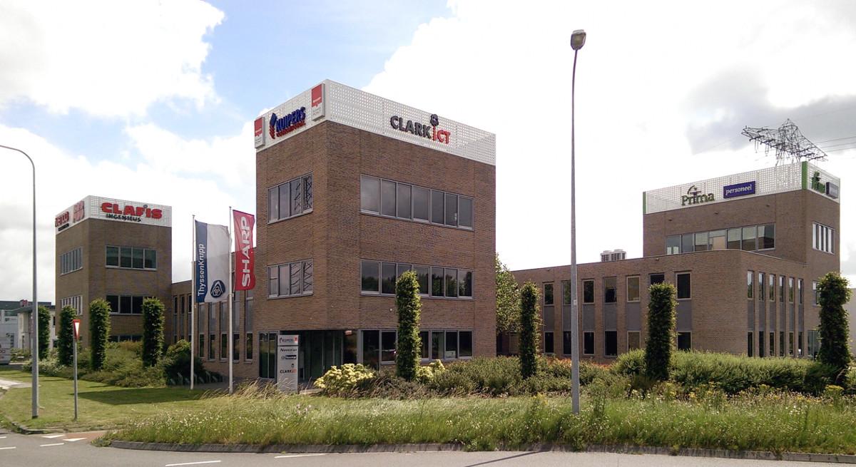 Bedrijfsgebouw Eemspoort Groningen gezien vanaf de rotonde - BEELEN CS architecten Eindhoven