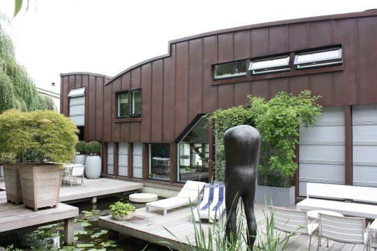 Nieuwbouw woonboot woonark Amsterdam terraszijde- BEELEN CS architecten Eindhoven