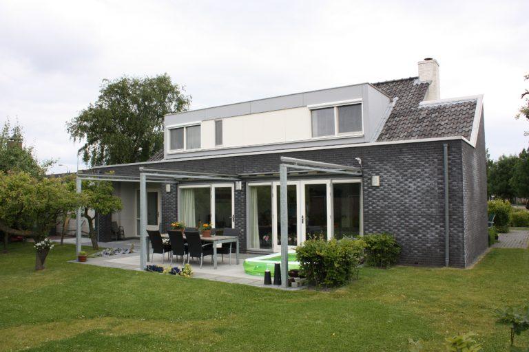 achterzijde met brede dakkapel