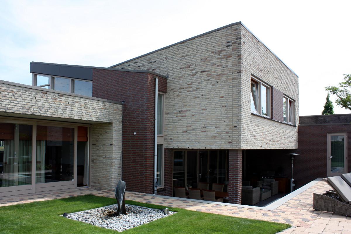verdiept terras onder overstek verdieping - BEELEN CS architecten Eindhoven