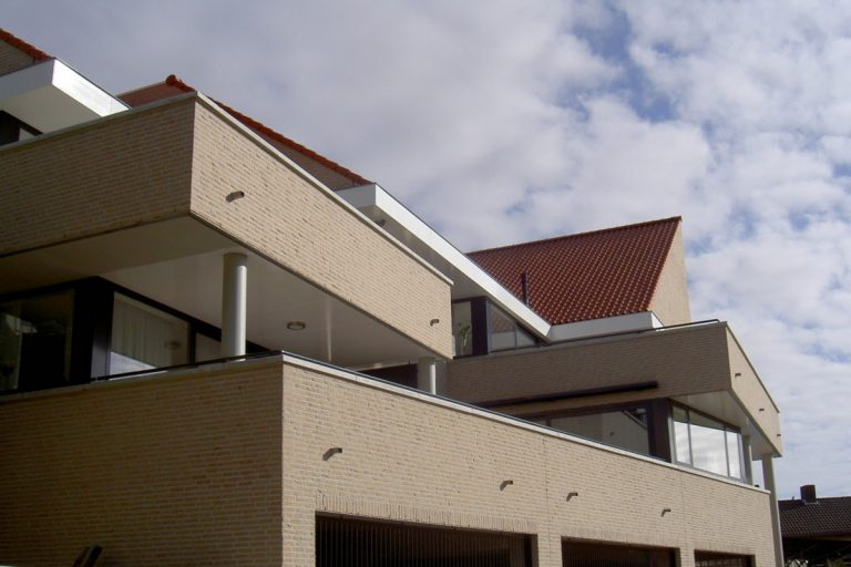 grote dakterrassen en overhangende balkons