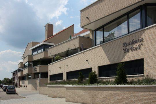 Appartementengebouwen De Poell en La Poste, Nederweert - gevel, zicht op terrassen - BEELEN CS architecten Eindhoven