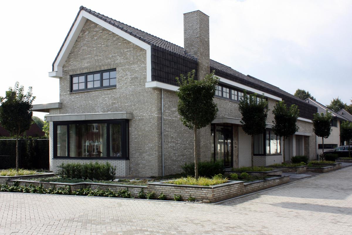 Nieuwbouw luxe villa Keurmeesterlaan Weert - straatzijde - BEELEN CS architecten Eindhoven