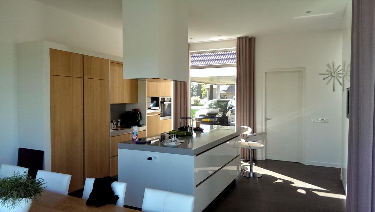 keuken met doorkijk naar straat - BEELEN CS architecten Eindhoven