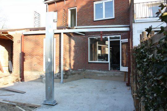 aanbouw en verbouwing woonhuis Helmerslaan Eindhoven bouwfoto plaatsing staalconstructie