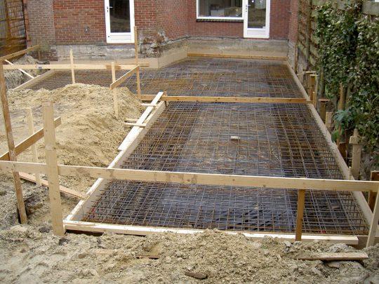 aanbouw en verbouwing woonhuis Helmerslaan Eindhoven bouwfoto wapening en bekisting op zand