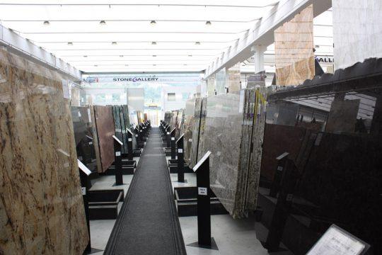 marmer keuze in Verona voor interieurontwerp nieuwbouw woonhuis showroom met diverse soorten marmer