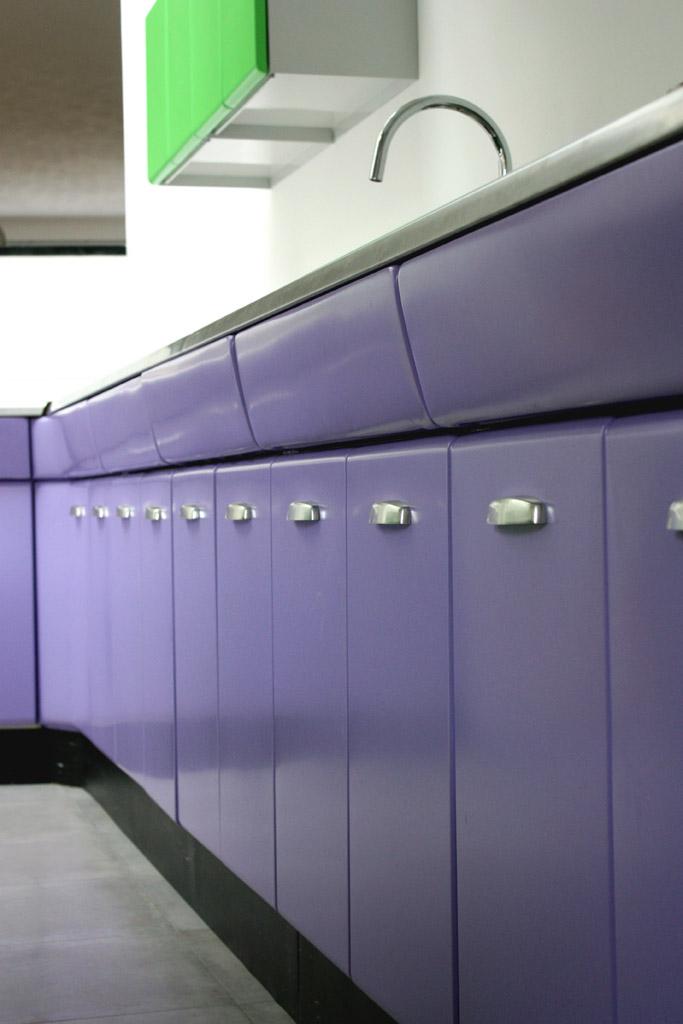 paarse onderkasten american kitchen