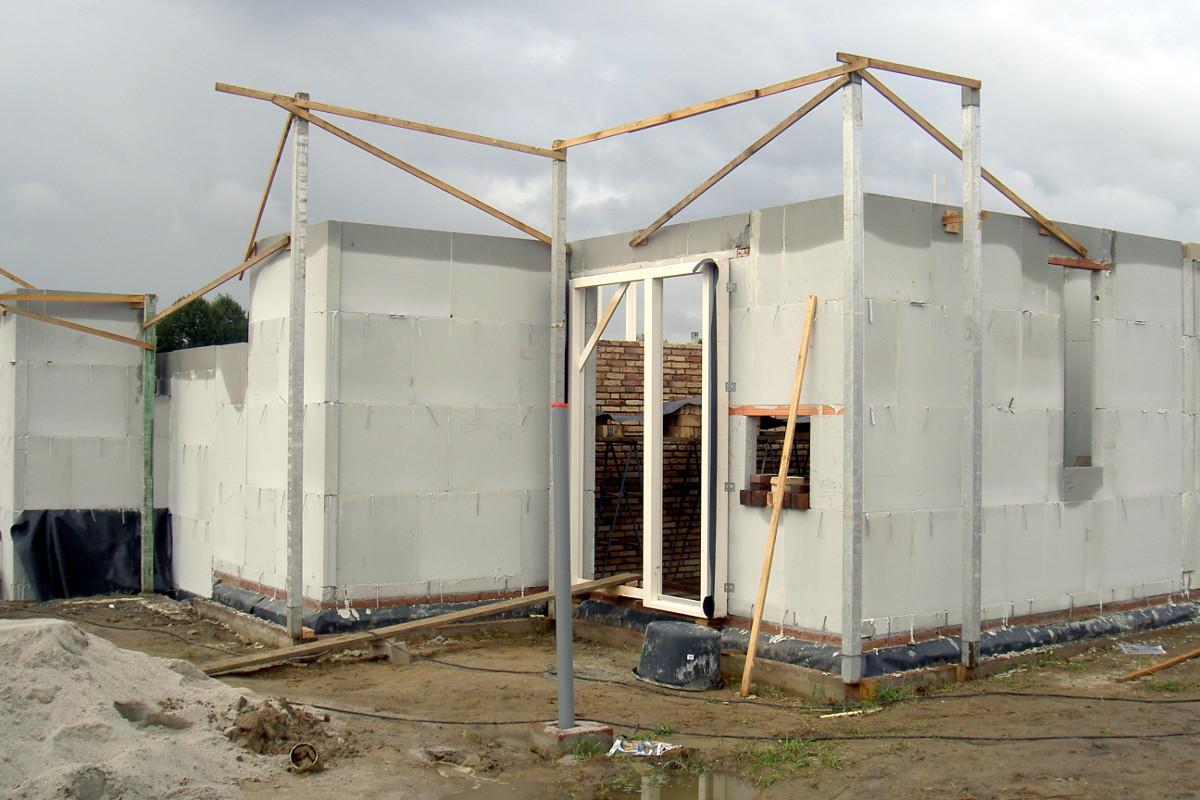 Nieuwbouw Woonhuis met kantoor te Weert bouwfoto kalkzandsteen binnenwanden