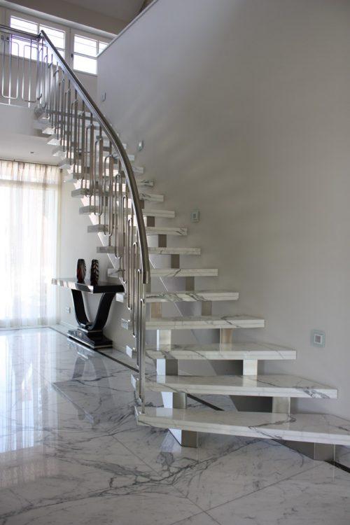 Nieuwbouw luxe villa Keurmeesterlaan Weert - marmeren trap - BEELEN CS architecten Eindhoven