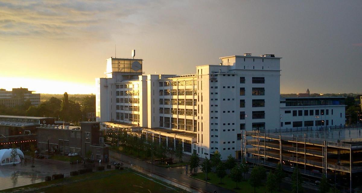 klokgebouw kleur - BEELEN CS architecten Eindhoven