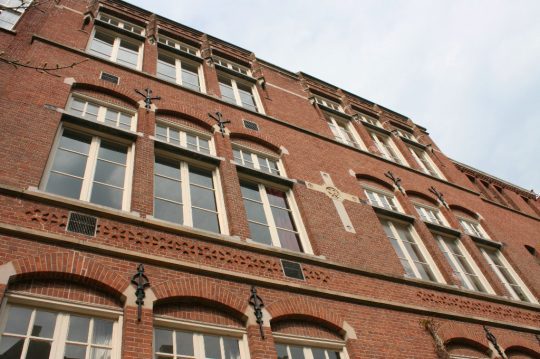 Herbestemming monumentaal schoolgebouw, Amsterdam - gevel - BEELEN CS architecten Eindhoven