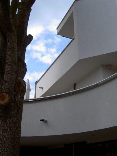 Woongebouw aan de Emmasingel, Weert - detail terras ballustrade - BEELEN CS architecten Eindhoven