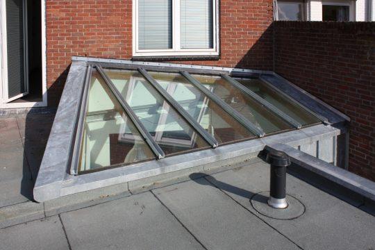 aanbouw en verbouwing woonhuis Helmerslaan Eindhoven exterieur lichtstraat