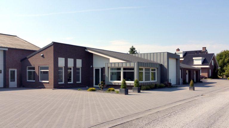 moderne uitbreiding kantoor platteland
