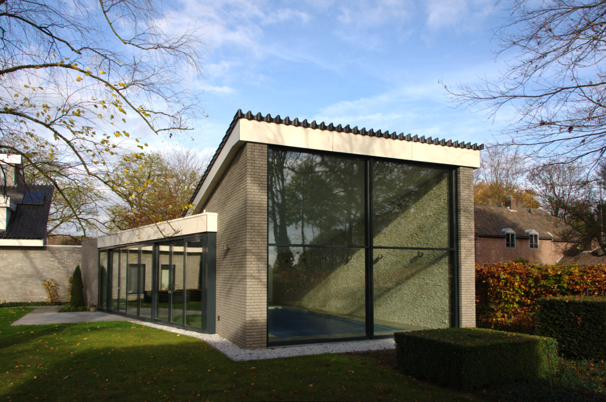 Nieuwbouw privé binnenzwembad Weert, het grote venster van het zwembad - BEELEN CS architecten Eindhoven