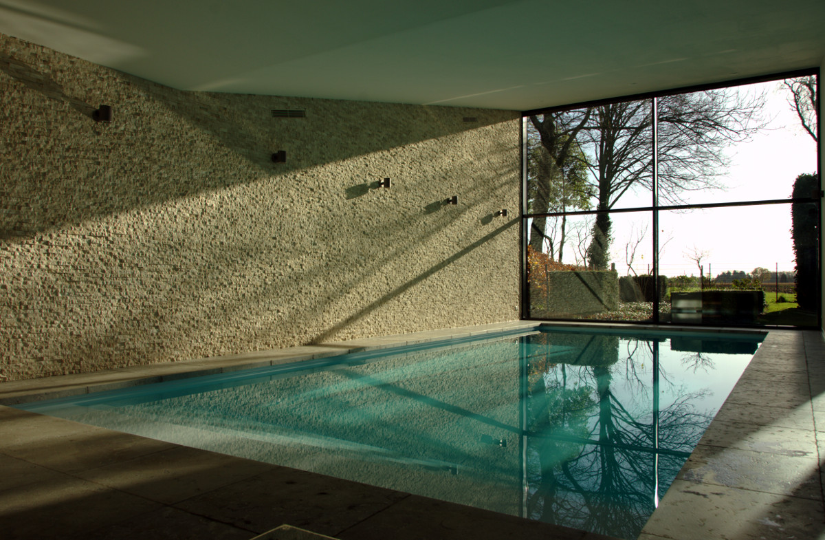Nieuwbouw privé binnenzwembad Weert, uitzicht vanuit het zwembad - BEELEN CS architecten Eindhoven