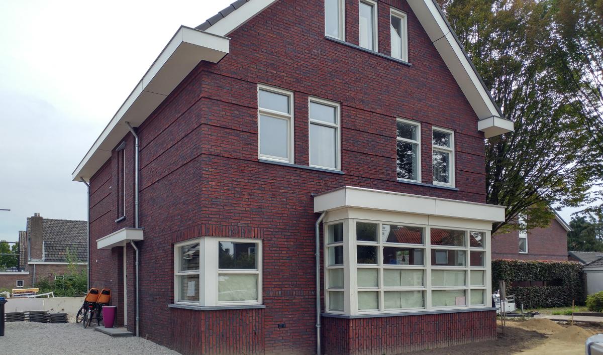 BEELEN CS architecten Eindhoven Nieuwbouw woonhuis Mr Rijkenstraat Veldhoven erker voorgevel
