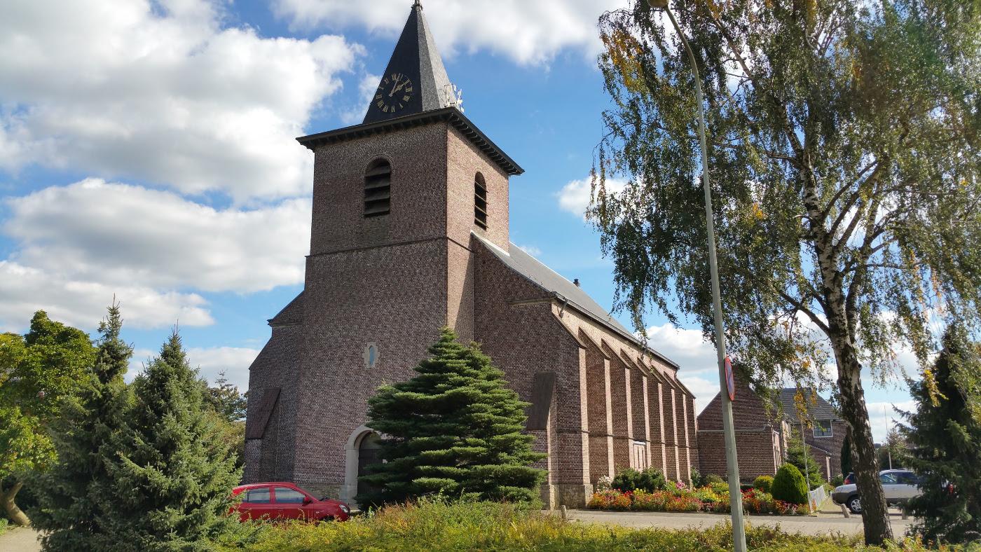 Herbestemming Bernadettekerk Landgraaf naar zorgwoningen bestaand entree - BEELEN CS architecten Eindhoven