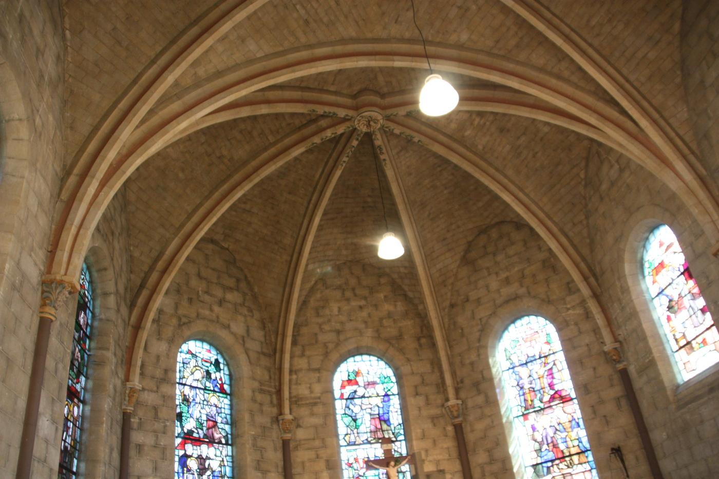 Herbestemming Bernadettekerk Landgraaf naar zorgwoningen plafond priesterkoor- BEELEN CS architecten Eindhoven