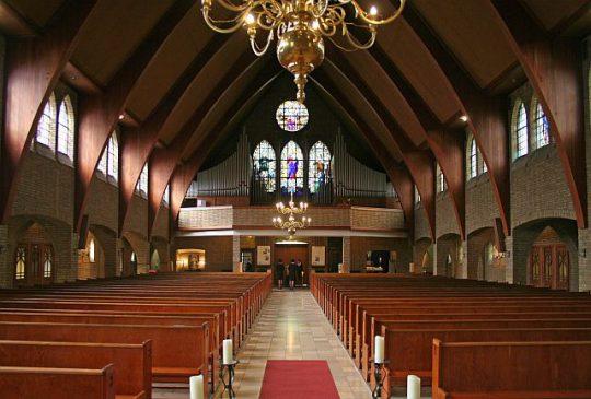 Herbestemming Theresiakerk te Landgraaf, interieur kijkend naar het oksaal, BEELEN CS architecten bv